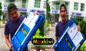 Diễn viên Kiều Minh Tuấn và xe đẩy hàng 4 bánh gấp gọn