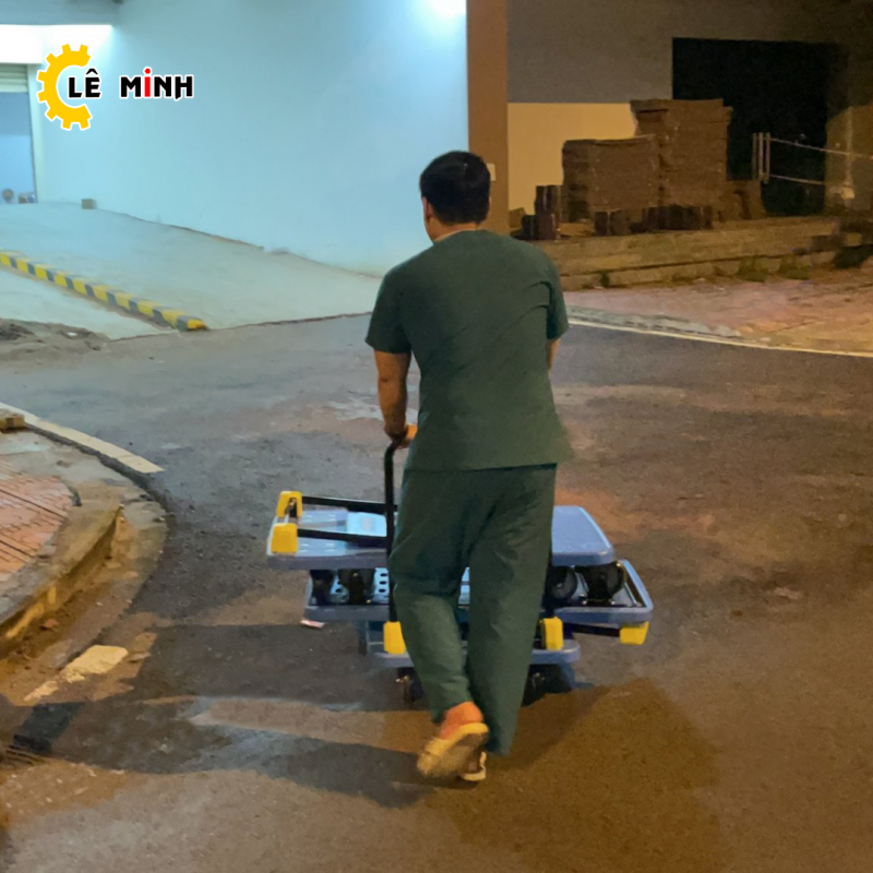 Xe đẩy hàng Maxkiwi được nhiều nhân viên y tế tin dùng